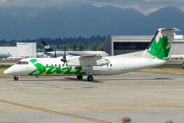 Air Canada Express Dash 8-300 (C-FSOU)