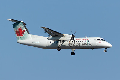 Air Canada Express Dash 8-300 (C-GTAQ)