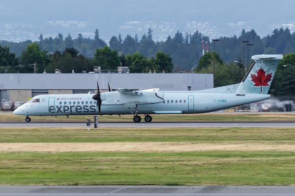 Air Canada Express Dash 8-400 (C-GGMQ) (2)