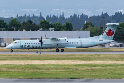 Air Canada Express Dash 8-400 (C-GGMQ) (2)