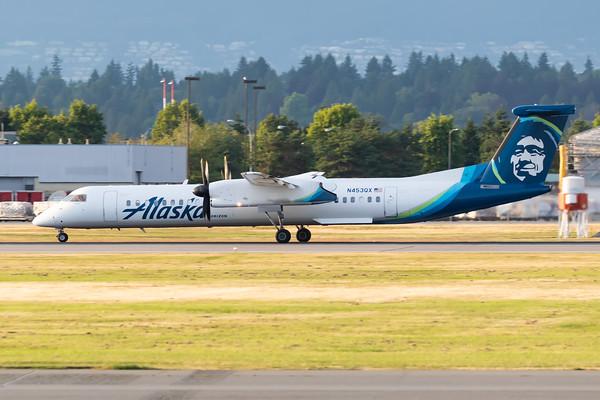 Horizon Air Dash 8-400 (N453QX)_2