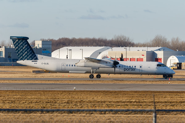 Porter Airlines Dash 8-400 (C-GLQL)