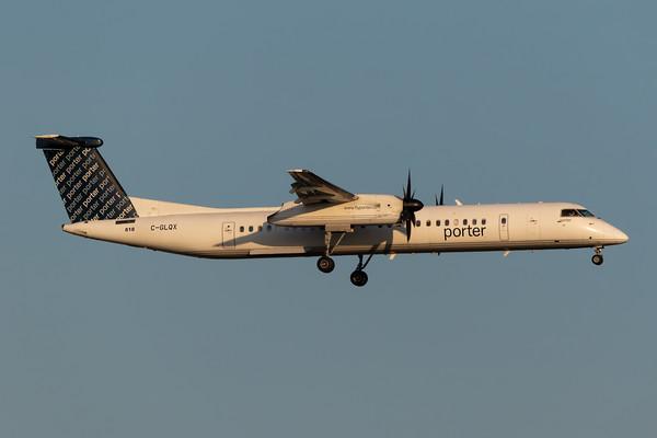 Porter Dash 8-400 (C-GLQX)