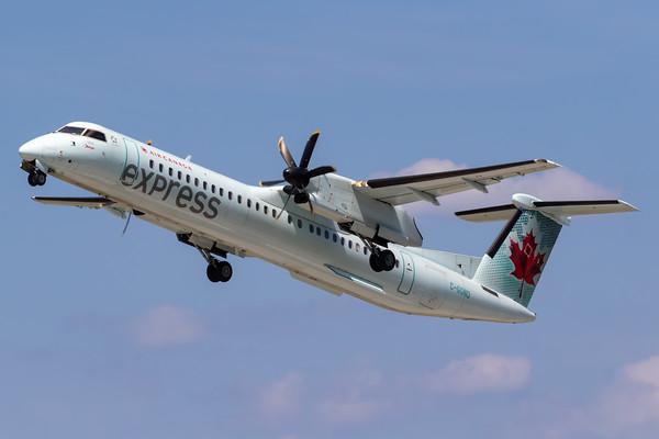 Air Canada Express Dash 8-400 (C-GGND)-2