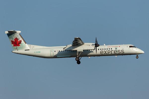 Air Canada Express Dash 8-400 (C-GGNW)