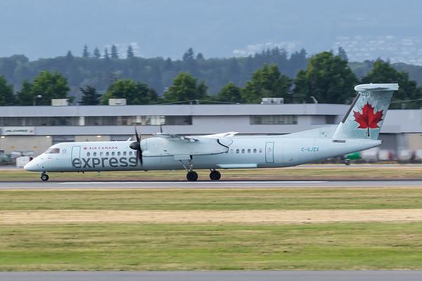 Air Canada Express Dash 8-400 (C-GJZX)