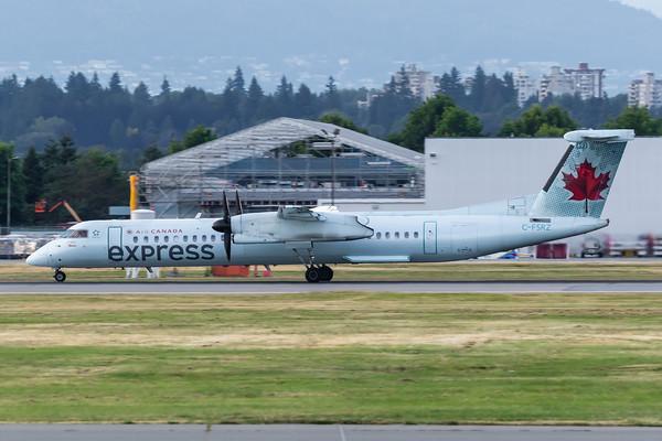 Air Canada Express Dash 8-400 (C-FSRZ)