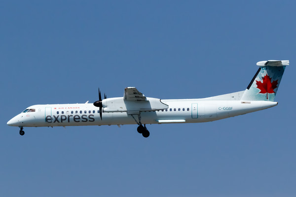 Air Canada Express Dash 8-400 (C-GGBF)