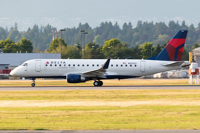 Delta Connection EMB-175 (N255SY)