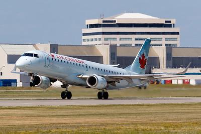 Air Canada EMB-190 (C-FHOS)-2