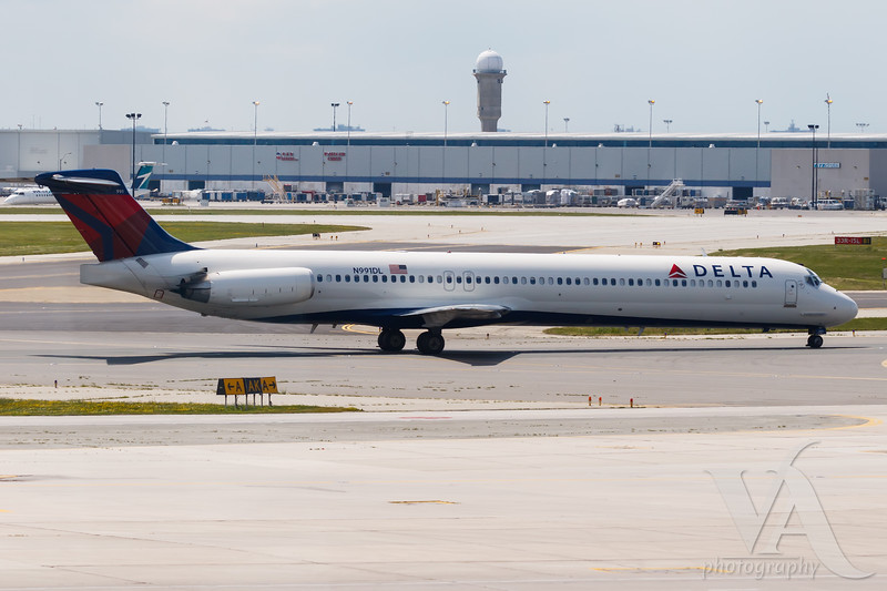 Delta Connection MD-88 (N991DL)