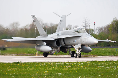 A Finnish Air Force F-18C from HävLLv31 (HN-444; cn1464/FNC044), taxiing out - at Leeuwarden Air Base - for another mission during FF2014.