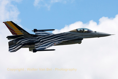 Belgian Air Force F-16AM (FA-123; cn6H-123), wearing the new 2015-2016 demoteam c/s, nicely banking on take-off from RWY22R at Beauvechain (THPU-Spottersday).