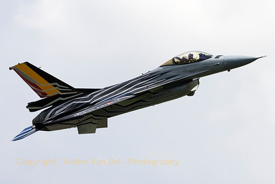 Belgian Air Force F-16AM (FA-123; cn6H-123), wearing the new 2015-2016 demoteam c/s, on take-off from RWY22R at Beauvechain (THPU-Spottersday).