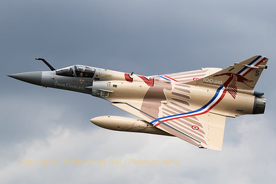 "French Air Force Mirage 2000-5F (2-EJ; cn202) from EC01.002 ""Cigogne de Guynemer"" at Luxeuil, banks nicely during the spottersday at Florennes Air Base (TWM2017) to show her special c/s."