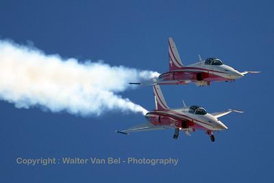 SwissAF_Patrouille_2x_F-5E_J-3083_Axalp_20051012_IMG_3053_WVB_1200px
