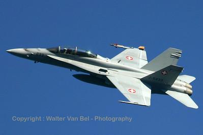 SwissAF_FA-18D_J-5233_Axalp_2005xxyy_IMG_2722_WVB