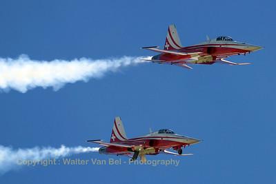 SwissAF_Patrouille_2x_F-5E_J-3083_Axalp_20051012_IMG_3054_WVB_1200px