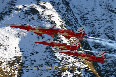 "Four ""Tigers"" (J-3088 (cn L1088/1184) , J-3087, J-3081 and J-3091) of the Patrouille Swiss in action above Axalp - near Meiringen AFB - during the 2005 show, against a marvelous background."