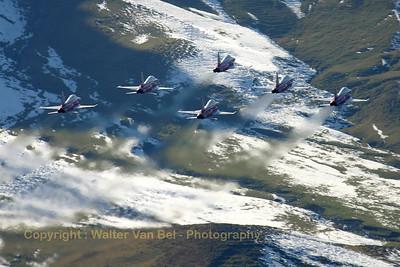SwissAF_Patrouille_6x_F-5E_J-3083_Axalp_20051012_IMG_3020_WVB_1200px