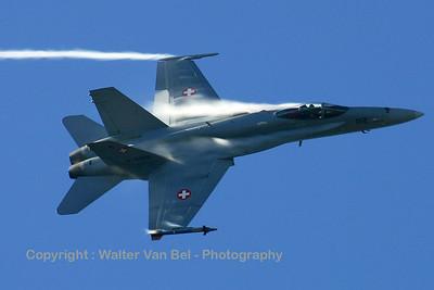 SwissAF_FA-18C_J-5012_Axalp_20051013_IMG_3277_WVB