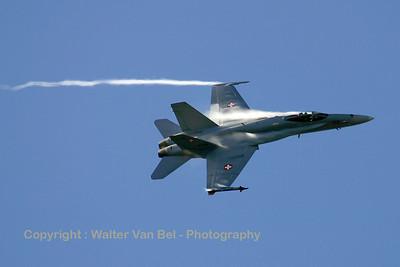 SwissAF_FA-18C_J-5012_Axalp_20051013_IMG_3277_WVB_1200px
