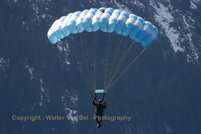 Swiss_paratrooper_Axalp_20051013_IMG_3248_WVB_1200px