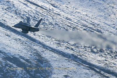 SwissAF_FA-18C_J-5025_Axalp_20051012_IMG_2918_WVB