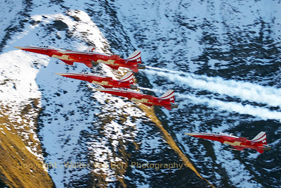 "Five ""Tigers"" (J-3088 (cn L1088/1184) , J-3087, J-3081, J-3091 and J-3084) of the Patrouille Swiss in action above Axalp - near Meiringen AFB - during the 2005 show, against a marvelous background."