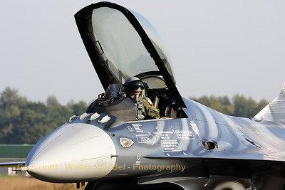 Final checks before the start of the morning mission, on board of this Belgian Air Force F-16AM (Nato Tiger Meet 2009).
