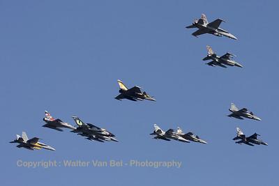 Tiger-formation_SwissAF_FA-18C_J-5011_EBBL_20090918_CRW_16732_WVB_1200px