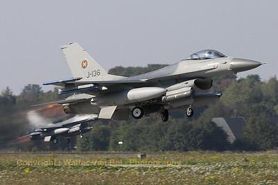 RNLAF_F-16AM_J-136_cn6D-126_EHVK_20101013_IMG_23669_WVB_1200px_ed2