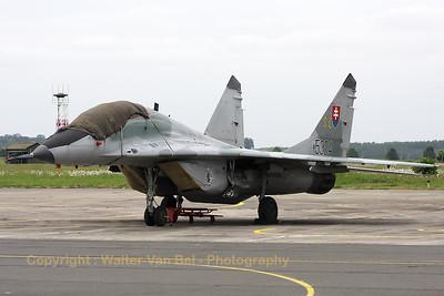 SlovakAF_MiG-29UBS_5304_SL_LFQI_20110516_IMG_31281_WVB_1200px