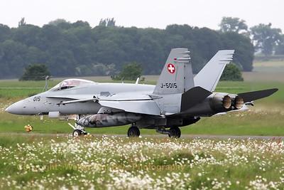 SwissAF_FA-18C_Hornet_J-5015_LFQI_20110516_IMG_31256_WVB_1200px