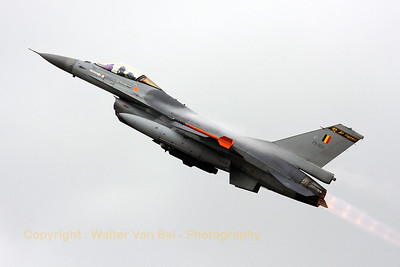 """A Belgian Air Component F-16AM """"Tiger"""" from KB (FA-104, cn 6H-104), performing a roaring and steaming take-off during the morning mission at BAN Landivisiau (Nato Tiger Meet - Ocean Tiger)."""