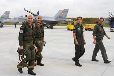 BAN_Landivisiau_pilots-apron_LDV-LFRJ_20080627_CRW_1085_WVB_1400px