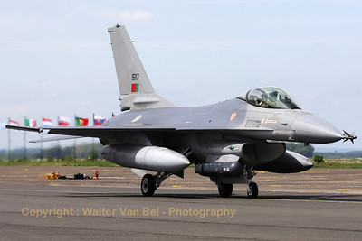 PortAF_F-16AM_15117_Esq301_cnAA-17_LFQI_20110511_IMG_30305_WVB_1200px_ed2