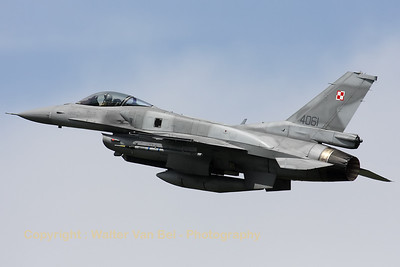 PoAF_F-16CJ_4061_6elt_cnJC-22_LFQI_20110511_IMG_30060_WVB_1200px