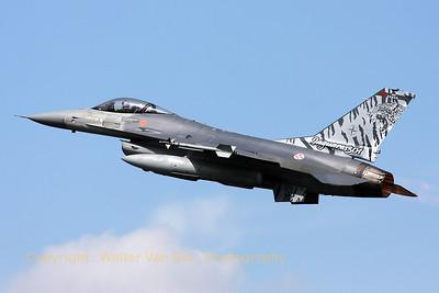 PortAF_F-16AM_15106_Esq301_cnAA-6_LFQI_20110511_IMG_30243_WVB_1200px