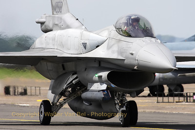 PoAF_F-16CJ_4055_6elt_cnJC-16_LFQI_20110511_IMG_29991_WVB_1200px