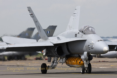 SpAF_EF-18A_C15-27_15-14_LFQI_20110511_IMG_30103_WVB_1200px
