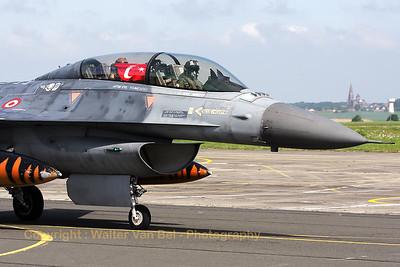 TuAF_F-16D_93-0696_192Filo_cnHD-6_LFQI_20110511_IMG_29853_WVB_1200px