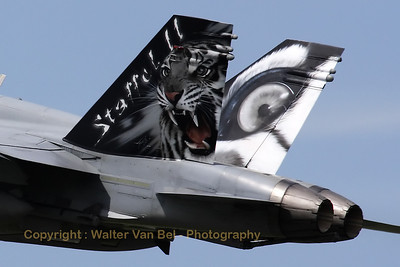 SwissAF_FA-18C_Hornet_J-5011_LFQI_20110511_IMG_30073_WVB_1200px