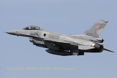 PoAF_F-16CJ_4055_6elt_cnJC-16_LFQI_20110511_IMG_30033_WVB_1200px