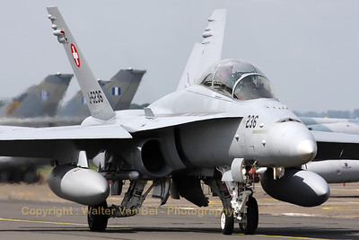 SwissAF_FA-18D_Hornet_J-5236_LFQI_20110511_IMG_30015_WVB_1200px_ed2
