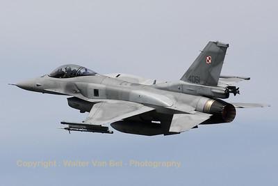 PoAF_F-16CJ_4061_6elt_cnJC-22_LFQI_20110511_IMG_30062_WVB_1200px