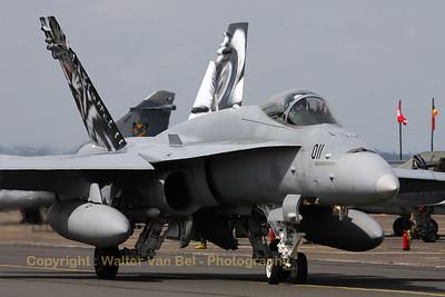 SwissAF_FA-18C_Hornet_J-5011_LFQI_20110511_IMG_30012_WVB_1200px