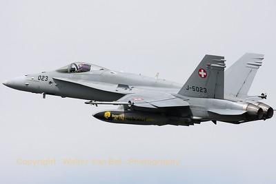 SwissAF_FA-18C_Hornet_J-5023_LFQI_20110511_IMG_30094_WVB_1200px
