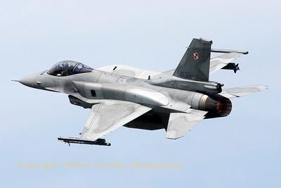 PoAF_F-16CJ_4061_6elt_cnJC-22_LFQI_20110511_IMG_30063_WVB_1200px