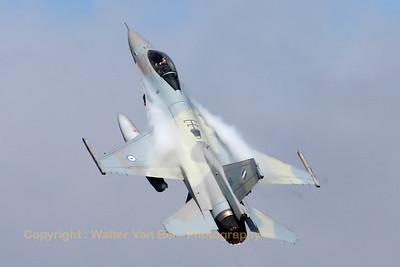 HAF_F-16CJ_010_335MV_cnWJ-10_LFQI_20110511_IMG_29857_WVB_1200px